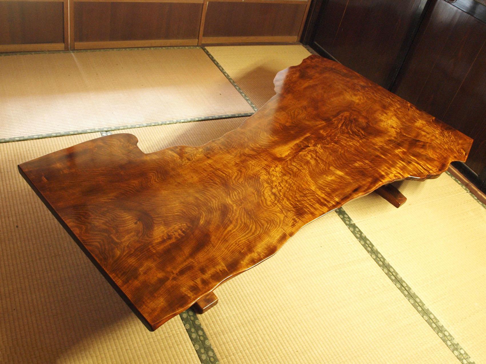 拭き漆栃座卓の全体画像 その2