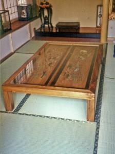 杉欄間座卓の画像