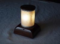 拭き漆欅テーブルライトの点灯時の全体画像