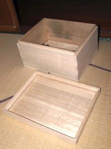 桐古文書箱1の蓋と本体の画像