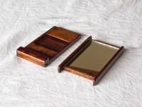拭き漆楓手鏡を本体と鏡部分に分解した画像