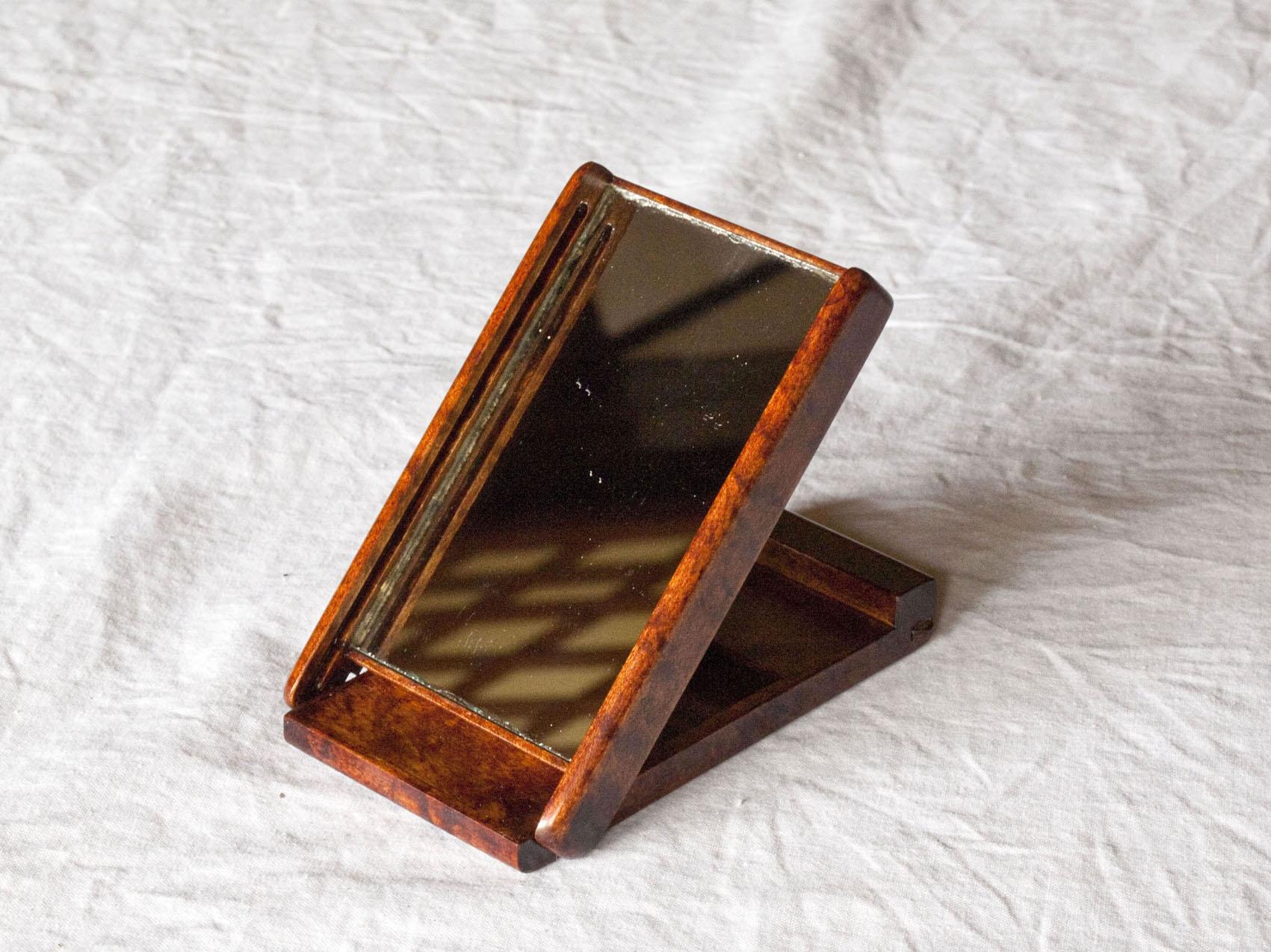 拭き漆楓手鏡の全体画像(卓上使用時)